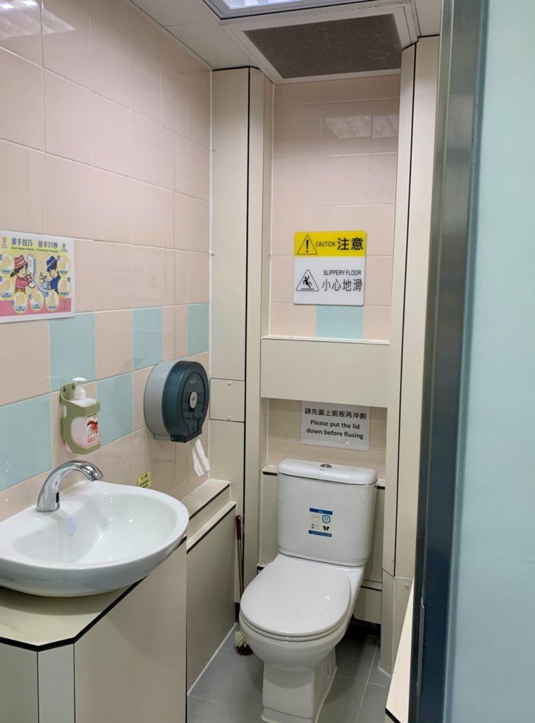 診症室內的獨立洗手間